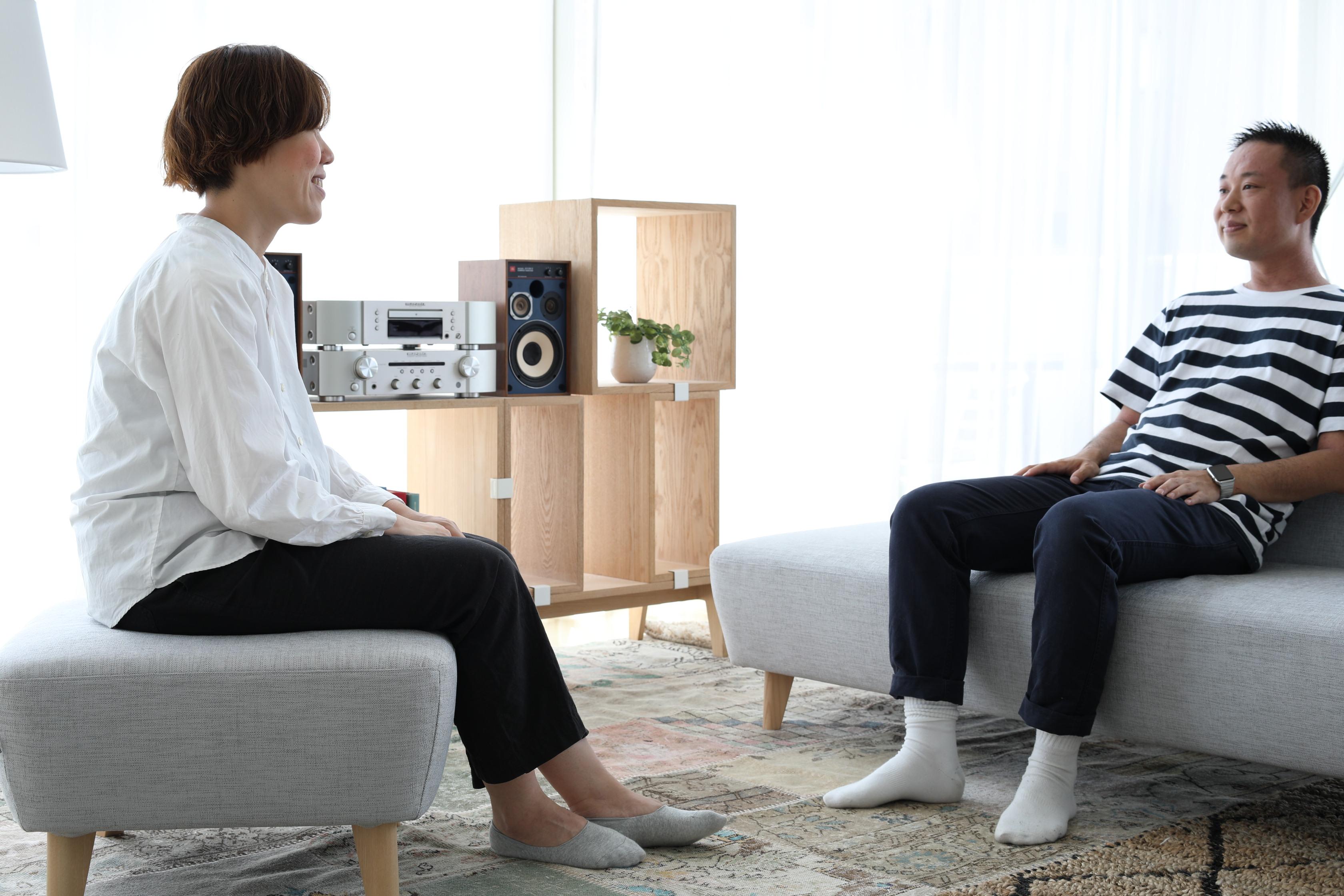 【プロが解説】手持ちのソファやくつろぎ方に合うオットマンの高さ選び